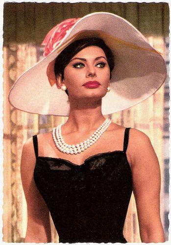 Sophia Loren & hat