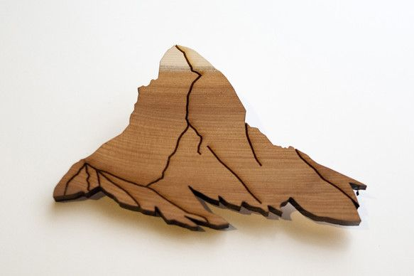 木材をレーザーカットしてマッターホルンを型取ったブローチです。適度なボリュームでアクセントに最適です。【素材】木(5mm)【サイズ】80mm x 50mm x...|ハンドメイド、手作り、手仕事品の通販・販売・購入ならCreema。
