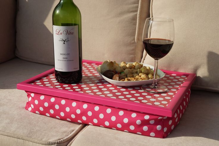 http://www.homegardenmax.com/product-p/13s-281.htm Specially designed to improve your comfort and distribute weight evenly Featuring a padded cushion base that sits comfortably on your lap whilst creating a stable base Protects your lap from hot plates or food spills whilst being easy to clean Ideal for eating in front of the TV or for breakfast in bed Easy wipe clean tray and long lasting pattern that won't wash wear or scratch