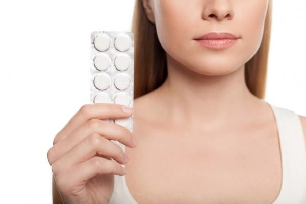 Cómo aclarar la piel con aspirina. ¿Te gustaría eliminar las manchas oscuras de tu rostro con la ayuda de productos completamente naturales? En este artículo de unComo te mostramos cómo hacerlo y para ello tienes que recurrir a la aspi...