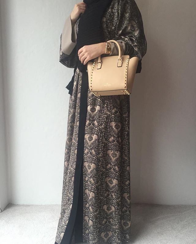 Brokar feraceyle güne merhaba! #FERADJE #sipariş #whatsapp #05435673801 veya #shop #online at feradje.com #FERADJE #instafashion #instagram #hijabi #hijabhigh #hijabfashion #hijabilookbook #fashionblogger #fashionmodesty #modestchique #modest #tasarım #moda #ootd #ferace #ferrace #abaye #abaya #tesettür #trendy #dgabaya