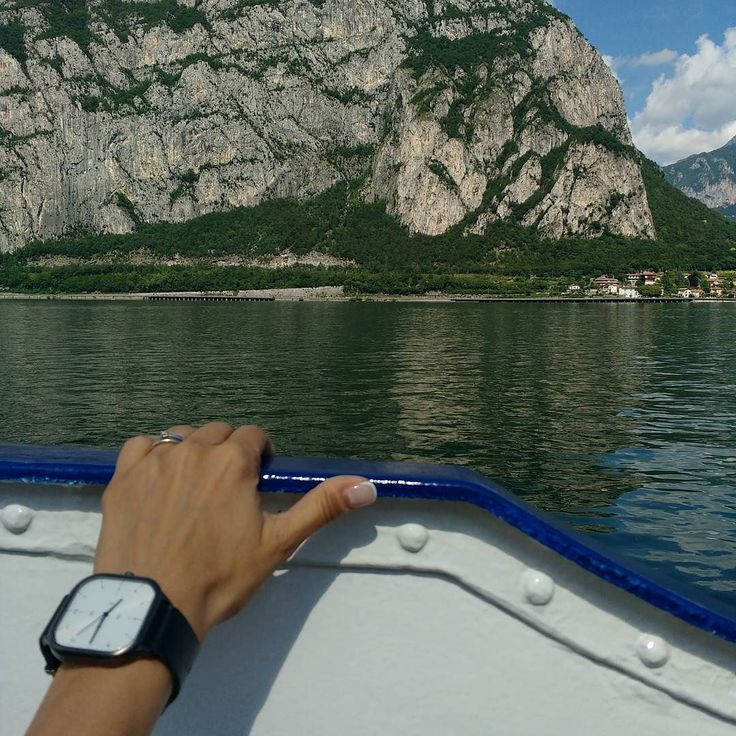 A nice return to home. And because the street was closed I took the boat. It was a nice relaxing come back finding my son in the middle of the lake having his sailing course and my daughters waiting for me on the harbour. #italygram #watchlovers #watches #watch #lakeofcomo #lecco #boat #lifeonthelake #etsy #love #familytime #family #lovethisplace #wayoflife