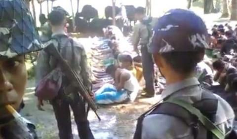 Myanmar to investigate video of police beating Rohingya villagers / Myanmar is to investigate police officers who were filmed beating Rohingya villagers,an unusual admission that security forces may have carried out abuses against the Muslim minority. The office of Aung San Suu Kyi,the country's de facto leader,said action would be taken after the a user called Rohingya Blogger posted the video on YouTube over the weekend...