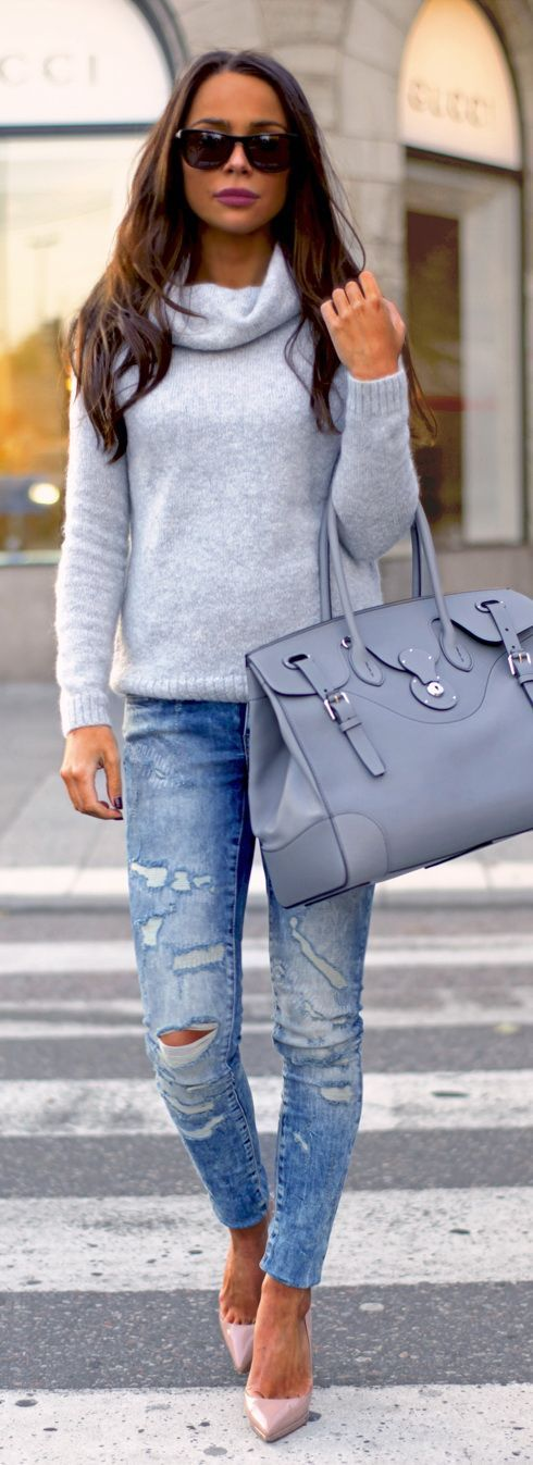 Jeans: NOISY MAY // Sweater: MORRIS // bag: RALPH LAUREN // Shoes: CHRISTIAN LOUBOUTIN