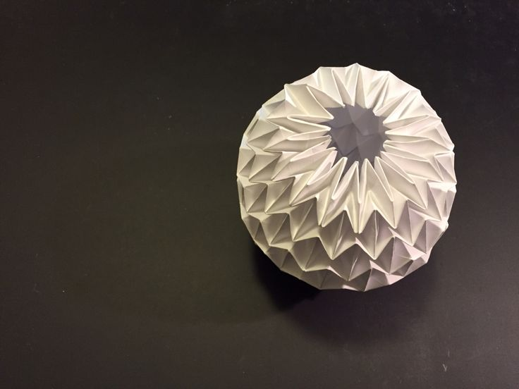 origami magic Ball (Kade Chan)  Kade is a progfessional origamist from Hong Kong who is famous for his Fiery Dragon and Koi