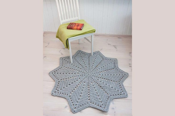 Grey star shaped crochet doily rug with diam of 117 cm / 46 inches is made of thick cotton yarn – knitted tube.