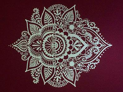 Mandala decorativa em vinil adesivo com recorte eletrônico.