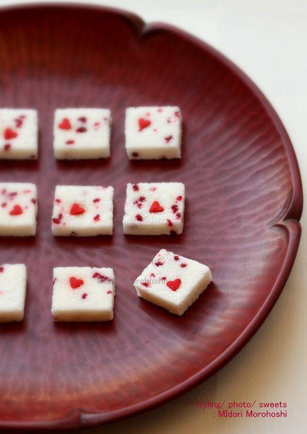 和菓子『ナイショ❤︎Naisyo(ラズベリーとココナツの落雁)〜Rakugan』 Japanese dry confectionery flavored with coconuts and rapsberry. Small red heart is contained in every pieces…Please find I'II make them for valentine's event. *styling / photo / sweets : Midori Morohoshi(http://ameblo.jp/greenonthetable/imagelist.html)