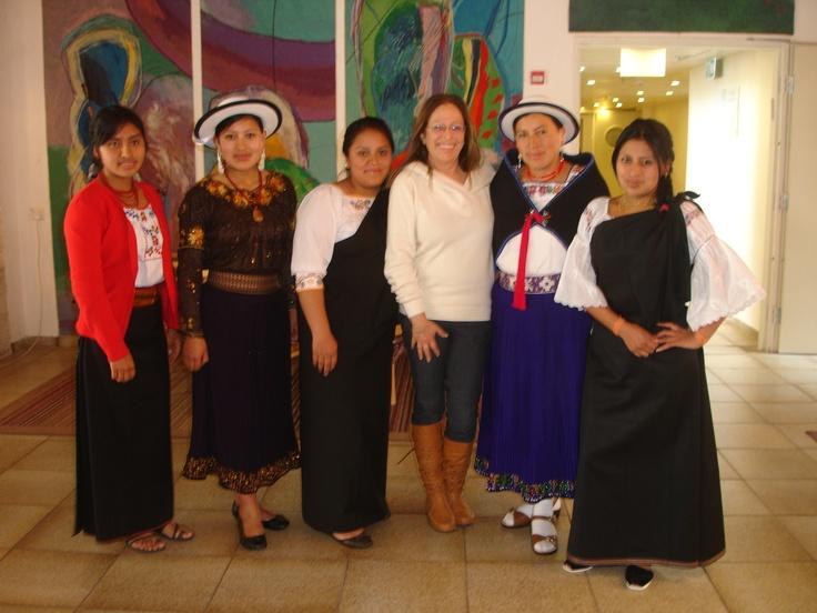 Mujeres representantes de algunas ciudades como Cañar llegaron a Jerusalén para participar del taller. Se destacan sus vestimentas tradicionales.