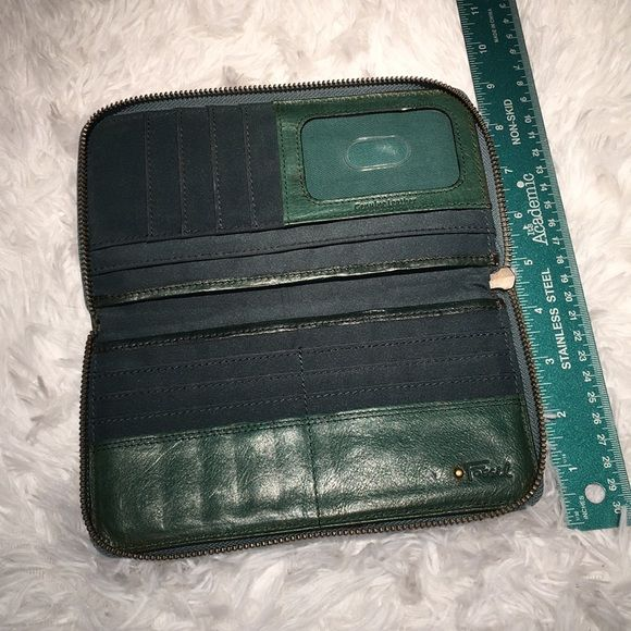 Fossil Handbags - Vintage FOSSIL Large Green Leather Zip Wallet