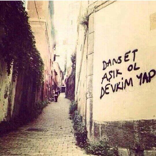 Dans et, Aşık ol, Devrim yap