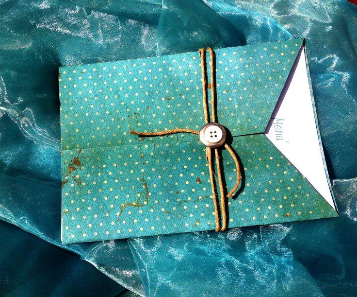 Menù color Tiffany con spago e bottone di Impronte sulle Nuvole
