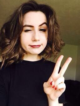 When I got my haircut, I took in a picture of Dodie...xD