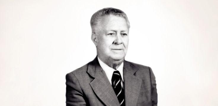 Nasceu na Lousã em 1916 e começou a trabalhar em 1929, na altura da crise após a 1ª Guerra Mundial, numa fábrica de papel. Depois de passar por outra empresa local ingressa na pequena fábrica produtora do Licor Beirão e posteriormente torna-se vendedor de máquinas de escrever.