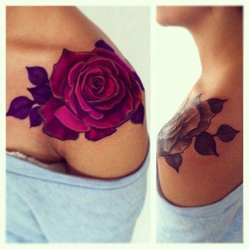 Tatuagem de rosa no ombro