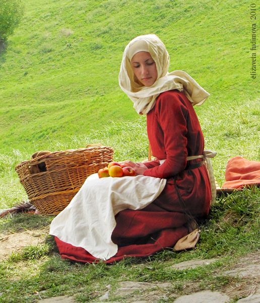 women in medieval europe In medieval times, noble women had almost no rights she was allowed to run the manor house, but quite often had servants to do the actual work.