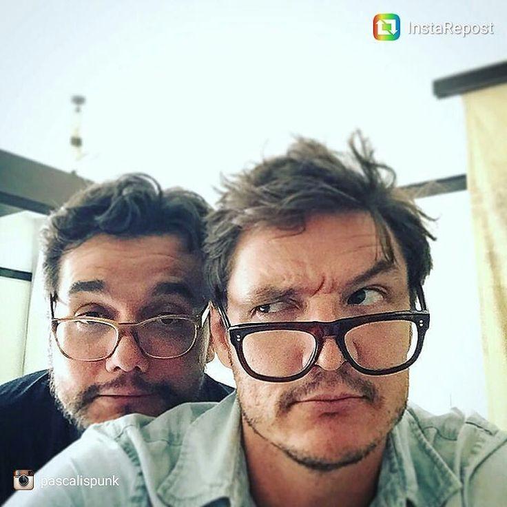 Olha o Javier Peña (Pedro Pascal) e o Pablo Escobar (Wagner Moura) passando pela…