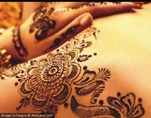 Henna Art by Ash kumar .. the fastest henna painter in the world!! Amazing