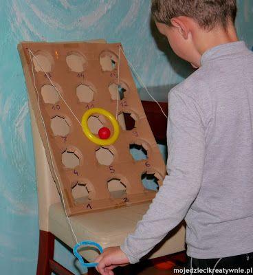 un support fait maison : parfait jeu pour améliorer la coordination oculo manuelle et l'attention visuelle