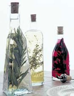 GIFT IDEAS: Last year I made home-made herb vinegars for my friends for the holidays.  Really very simple to make, and you can get some cool bottles at the craft shops.  #universaltrim