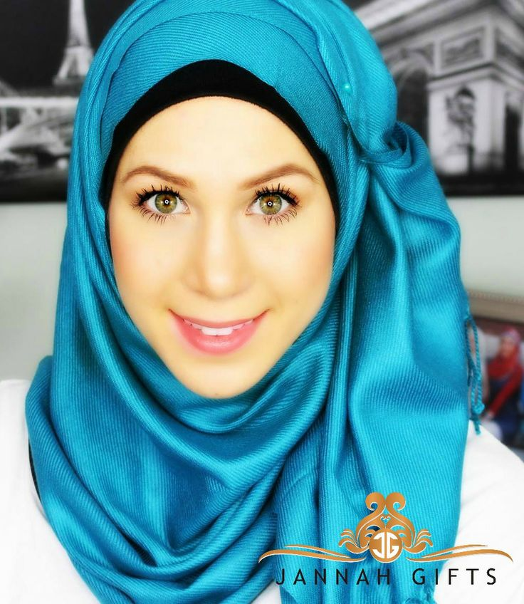 #Hijabis Nora Tehaili in our Teal Luxe Pashmina gorgeous! Use coupon NORAJG to save 10% Off today