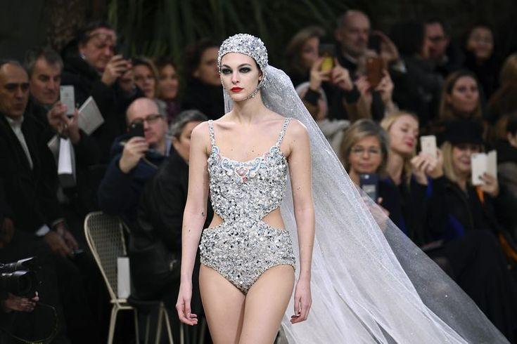 Costume da bagno scintillante? No è l'abito da sposa firmato Chanel