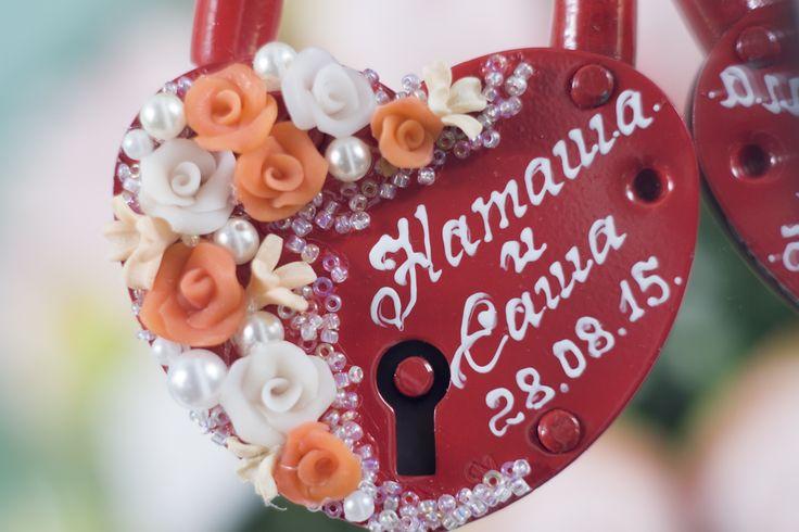 Свадебный красный замочек с персиковыми и белыми розами из полимерной глины. #свадьбы #замочек #лепка #ручная_работа #soprunstudio
