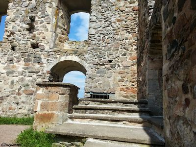 The ruins of Brahehus Castle are situated outside Gränna in Jönköping County in the province of Småland, Sweden. From the ruins you have a fantastic view of lake Vättern and the island of Visingsö. Built for Count Per Brahe the Younger in the 1640s, the castle is now close to the E4 highway.