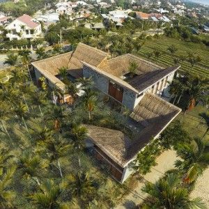 Cam+Thanh+Community+House+in+Vietnam+features+thatched+roofing+and+secluded+courtyards