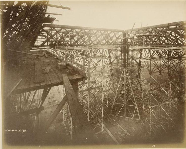 Les photos de la construction de la Tour Eiffel /  Janvier 1888 –  © Musée d'Orsay