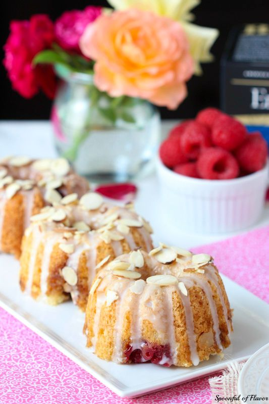 Raspberry Almond Coffee Cakes - the perfect little sweet treat to serve along side tea! #raspberry #dessert