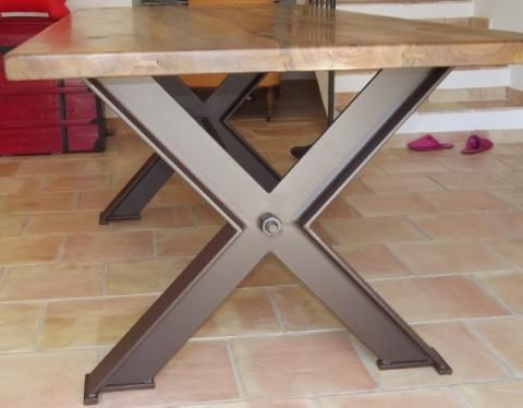 Atelier and tables on pinterest for Pietement table metal