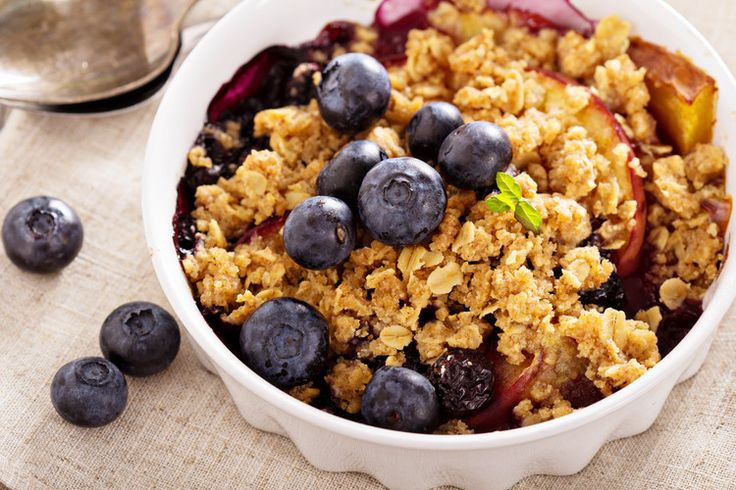 Bursting with summer flavors, this Skinny Peach and Blueberry Crumble is a healthymust-have.