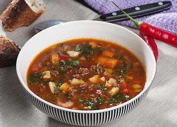 Slankeklubbens skønne suppe med hakket oksekød, grønsager, hvidløg og chili. En nem og fyldig ret til kølige dage.
