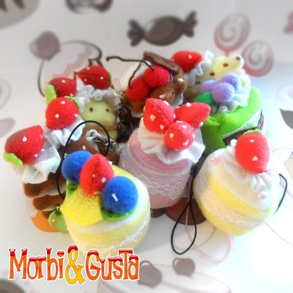 Sweet kawaii charms for your smartphone. The lower part is made of microfiber, perfect to clean the screen of your mobile.  Find it on www.Delicute.com