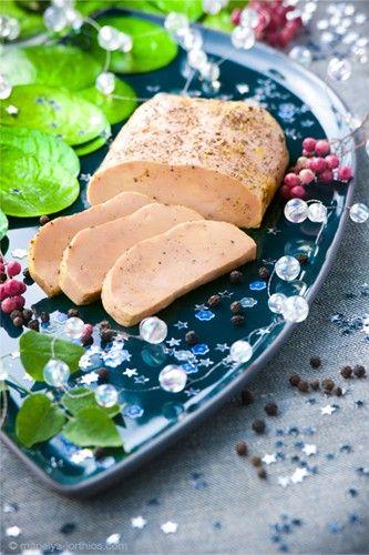 La QUERCYNOISE - Foie gras aux poivres.  CLOS SAINT SOZY – MAISTRES OCCITANS, des posters des spécialités pour la toute nouvelle boutique. Les produits gastronomiques tendance plaisir ! Foie gras, rillettes de canard, magrets confits, gourmandises sucrées aux noix, fruits à la liqueur… Le lien pour craquer est juste là www.clossaintsozy.com