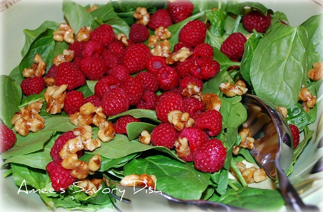 love this raspberry spinach salad!: Christmas Food, Spinach Salad, Ames Savory, Christmas Salad, Salad Dresses, Toast Walnut, Amee Savory, Bags, Savory Dishes