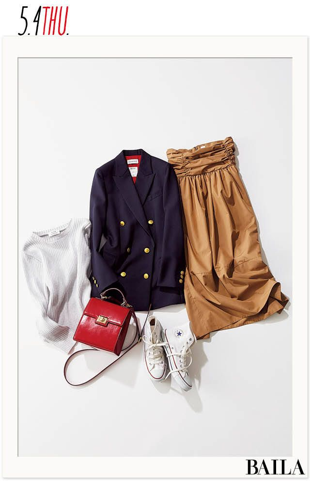 GWも後半戦! ホリデーコーデは、トレンドのジャケットで今っぽく。今日は、揺れるフレアスカートにコケティッシュな赤いバッグで、ダブルジャケットに可愛げをプラス! インのトップスはホワイトニットで、爽やかさも意識して。足元は歩きやすいスニーカーで。ハイカットのコンバースなら、きれい・・・