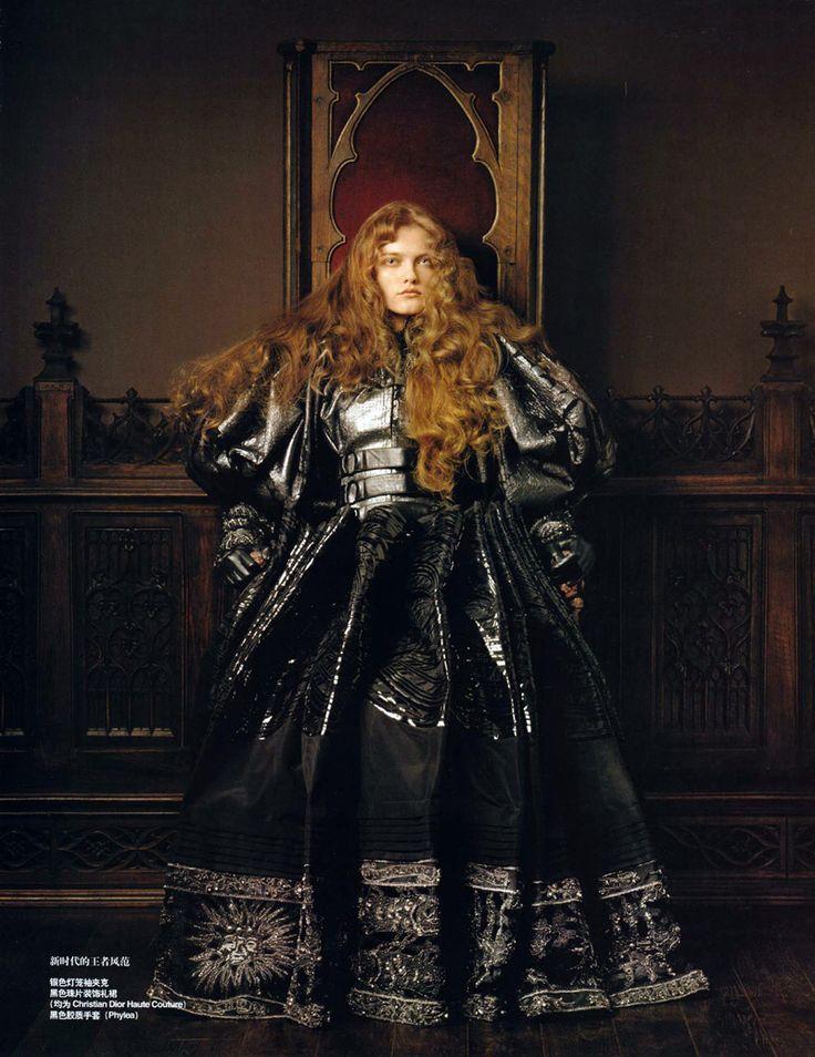 Modeconnect.com - Queen of the Renaissance   Vlada Roslyakova by Pierluigi Maco for Vogue China (January 2007)