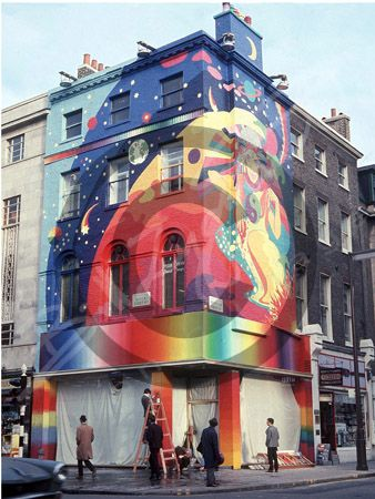 "Street art in 1960s London. The Beatle's Apple Boutique:  ""Most customers preferred simply to walk in, scoop up some clothes and walk out again. The official word from upstairs was that to prosecute shoplifters was uncool."" Bill Zygmant (photographic biographer of the 1960s)."