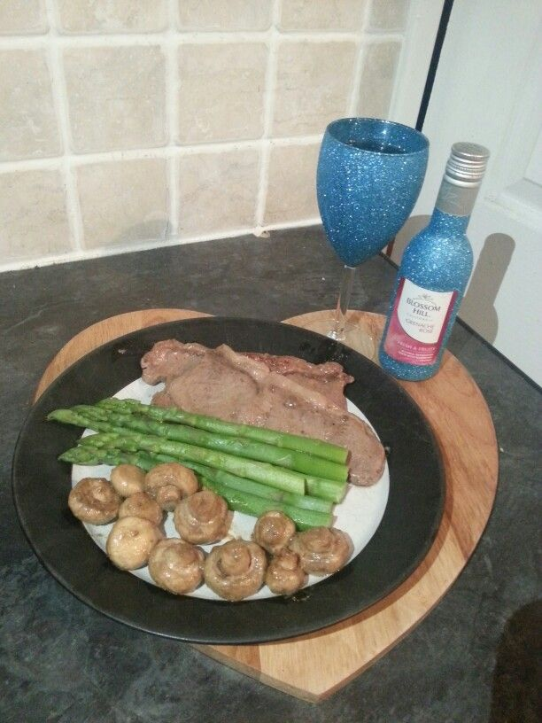 Tesco sirloin steak in a champagne and pink peppercorn butter nom nom #poshnosh #triedforless #midweekfavourites