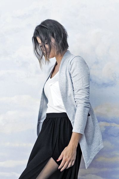 Blazer pour femme Open Office de Risk Made in Warsaw. Gris, anthracite, ou noir, disponible sur le site.