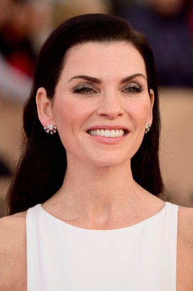 Julianna Margulies Long Side Part - Julianna Margulies attended the SAG Awards sporting this neat side-parted 'do.