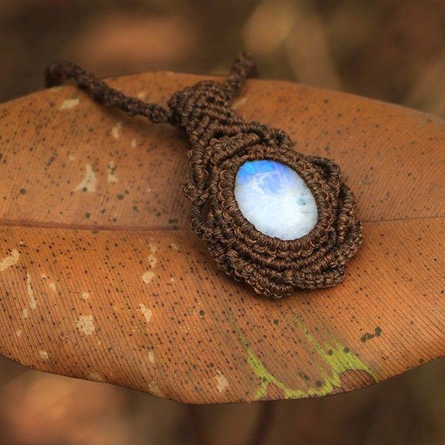 #КристинаОрлова #макраме #украшения #micromacrame #macrame #KristinaOrlova #Jewelry #Moonstone #Indianthread #thread #handmade #stone #кулон #pendant #necklace #подвеска