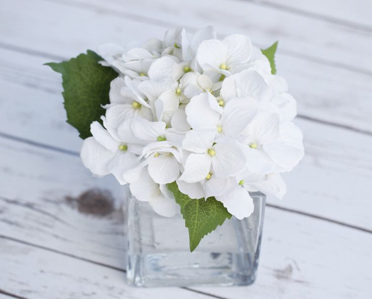 Best 25 small glass vases ideas on pinterest small for Artificial flower vase decoration ideas