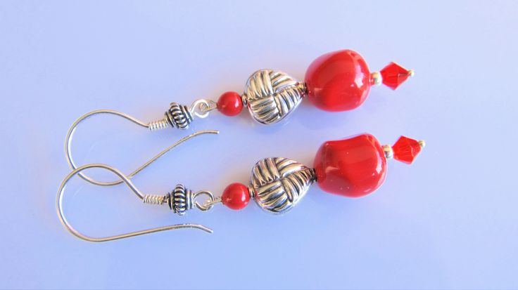 Oorbellen Baroque Heart rode baroque swarovski parels met swarovski kraaltje rood bicone kristalglas, hartvormige zilveren kraal en mooie oorhaken. geheel zilver.
