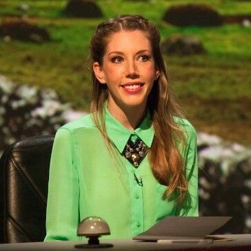 katherine ryan green shirt and necklace, can l copy the look