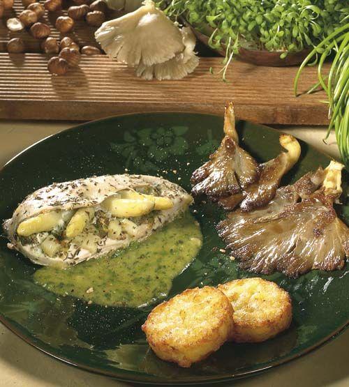 Gevulde kipfilet met asperges en tuinkerssaus