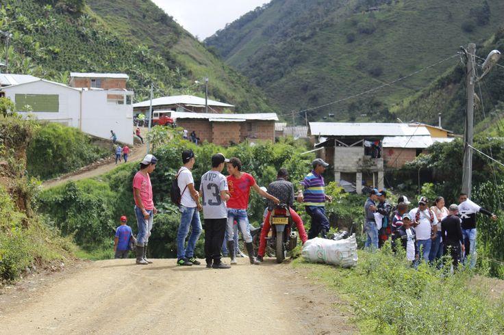 Cerca de 240 hombres y mujeres, exintegrantes del Frente 18 de las FARC, se agrupan actualmente en la Zona Veredal Transitoria de Santa Lucía, Ituango (Antioquia)
