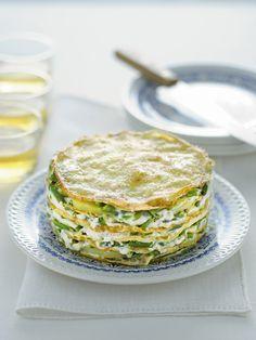 Le crepes fanno da base per lasagne e tortini con ingredienti di terra e mare